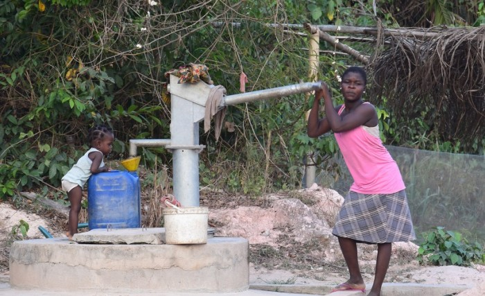 Ghana_cocoa community_water pump